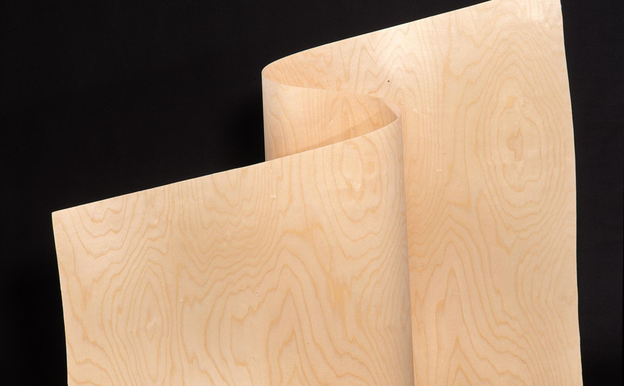KoskiVeneer on suomalainen koivuviilu joka soveltuu esimerkiksi huonekalujen muotopuristeisiin.