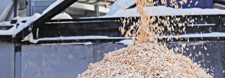 Valmistamme hakkuutähteistä sekä puunjalostuksen sivutuotteista biopolttoaineita